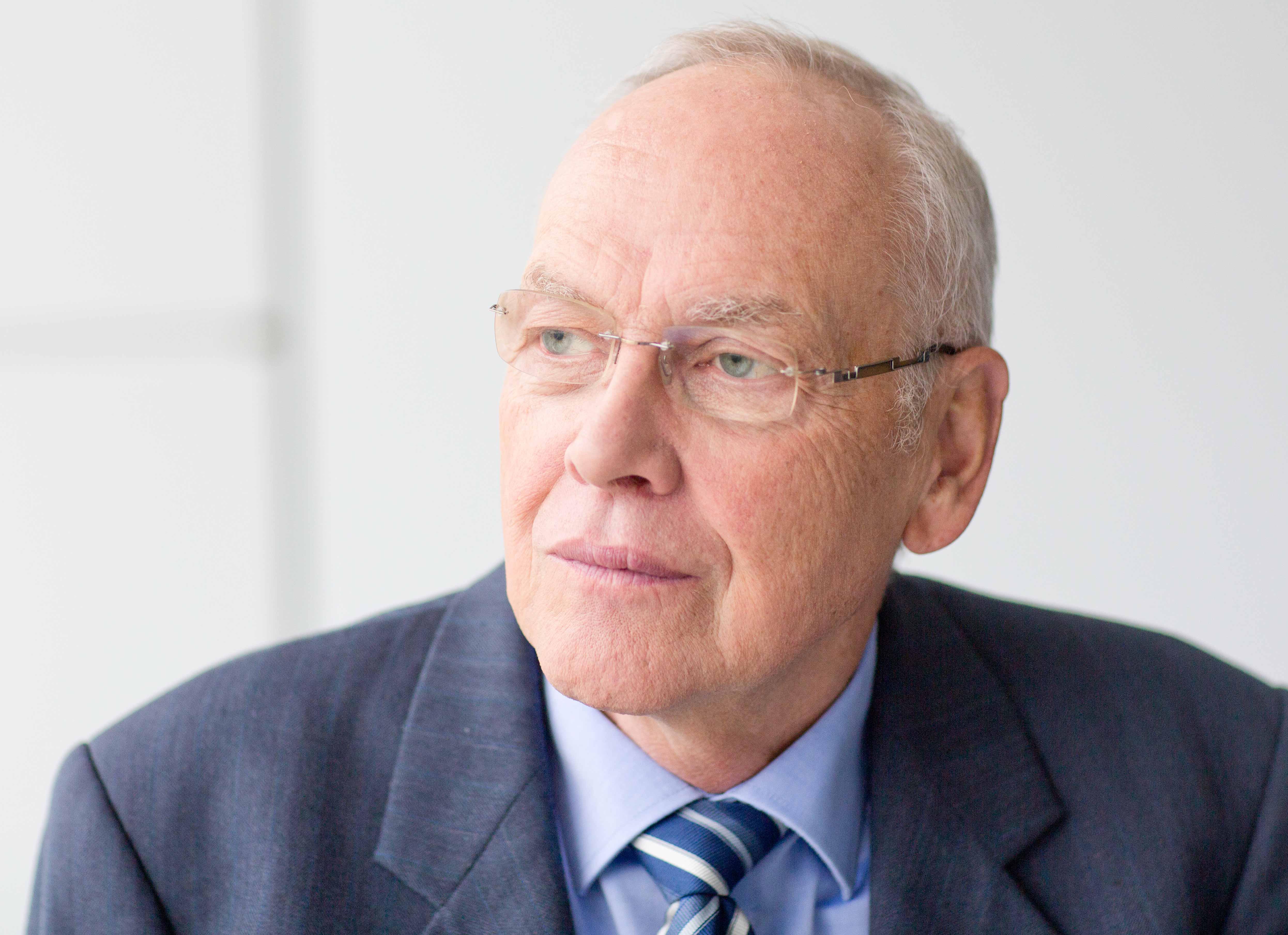 Dr. Ulrich Bossin